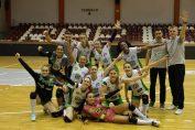 Bucuria fetelor de la Belor Galați după câștigarea turneului de la București din Divizia A1