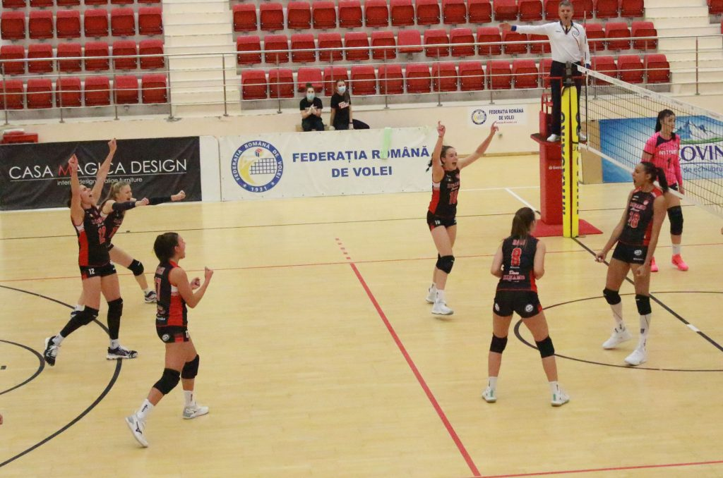 Bucuria dinamovistelor după un punct câștigat cu Universitatea Cluj