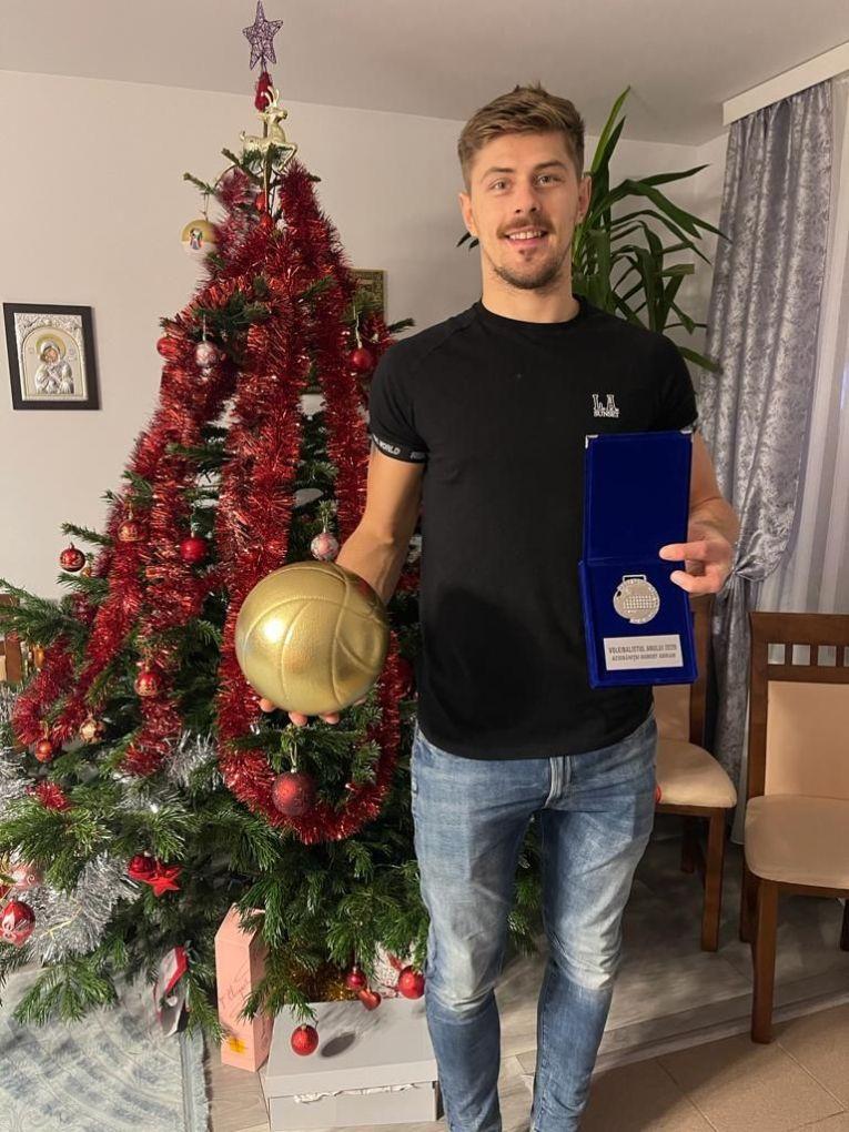 Adrian Aciobăniței, cu trofeul cuvenit voleibalistului anului 2020