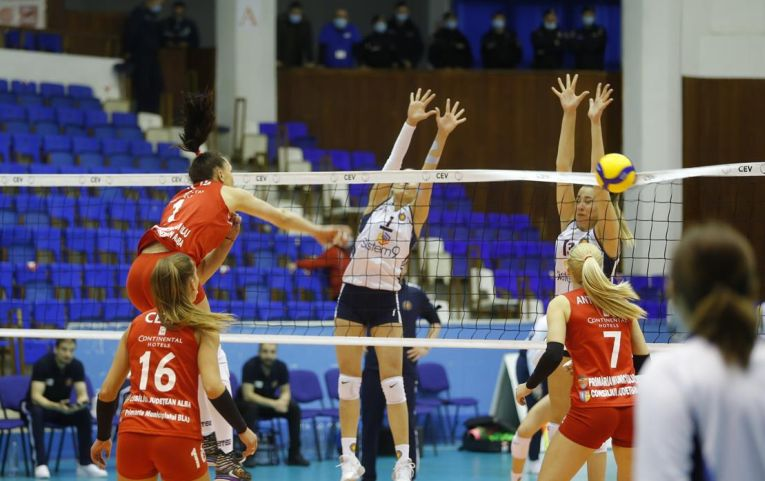 Ioana Baciu, în atac în finala Cupei Challenge