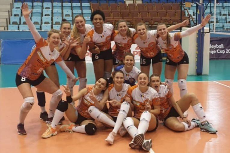 Bucuria fetelor de la CSM Târgoviște după victoria cu Blajul