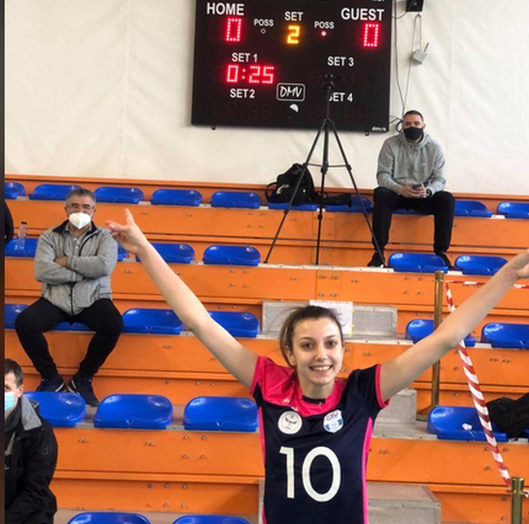 Iarina Axinte a făcut poză cu tabela după câștigarea, prin serviciul ei, a setului la zero