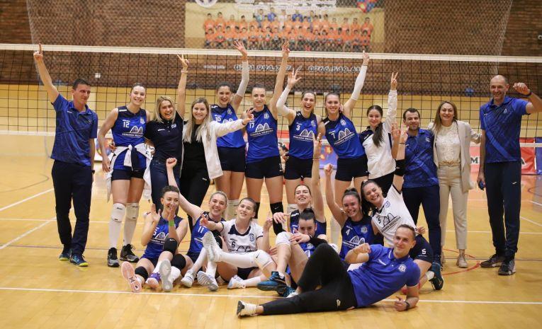 Bucuria fetelor de la CS Medgidia după calificarea în grupa 1-4 a Diviziei A1 la volei feminin