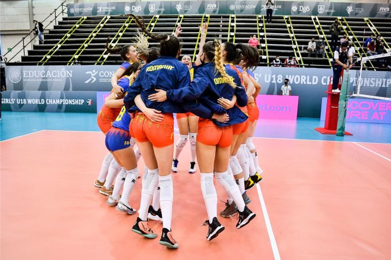Bucuria româncelor după calificarea în optimile Campionatului Mondial U18 de pe locul 2 în grupă (FOTO: FIVB)