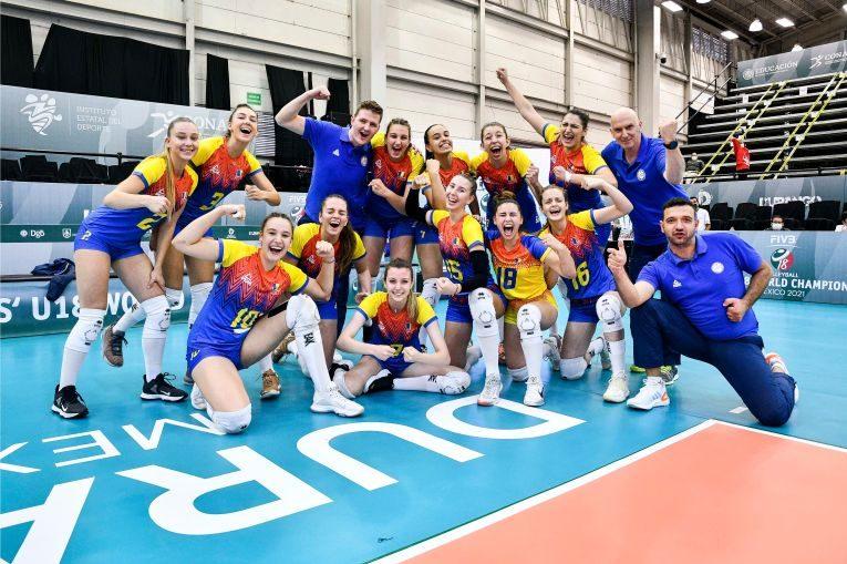 Naționala României după victoria din fața Turciei, de la Campionatul Mondial Under 18 (FOTO: FIVB)