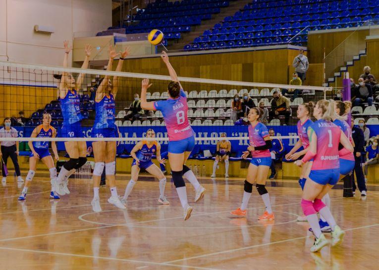 Imagine din timpul meciului dintre ACS Volei Cristina Pîrv Turda și CSM Târgoviște