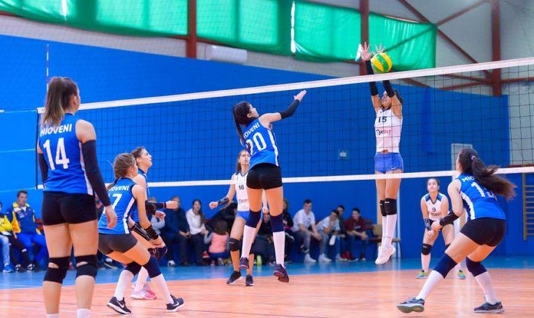Dacia Mioveni, in atac in meciul cu CSS Targu Jiu, din campionatul de volei pentru cadete