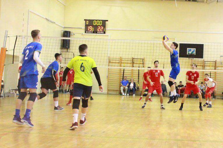 Tudor Constantinescu, ridicatorul echipei de juniori a CTF Mihai I B, in actiune in meciul cu Dinamo.