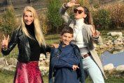 Cristina Pîrv și cei doi copii sunt fericiti la Cluj