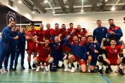 Tudor Constantinescu bucurie alaturi de coechipierii de la Steaua după victoria obtinuta in fata Stiintei in Divizia A2 la volei