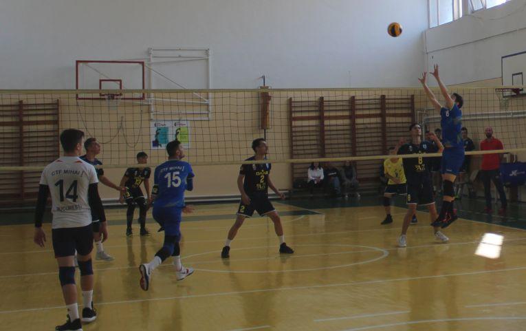 Tudor Constantinescu, born 2002, setter of romanian volleyball junior team CTF Mihai I in action