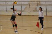 Sabina Hantău, voleibalista care evoluează pe postul de centru la echipa de junioare Dinamo, la serviciu