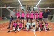 Jucătoarele echipei de volei junioare CTF Mihai I, fericite după victoria cu 3-2 obtinută în fata formatiei CSM București, în etapa a saptea a campionatului 2019/ 2020