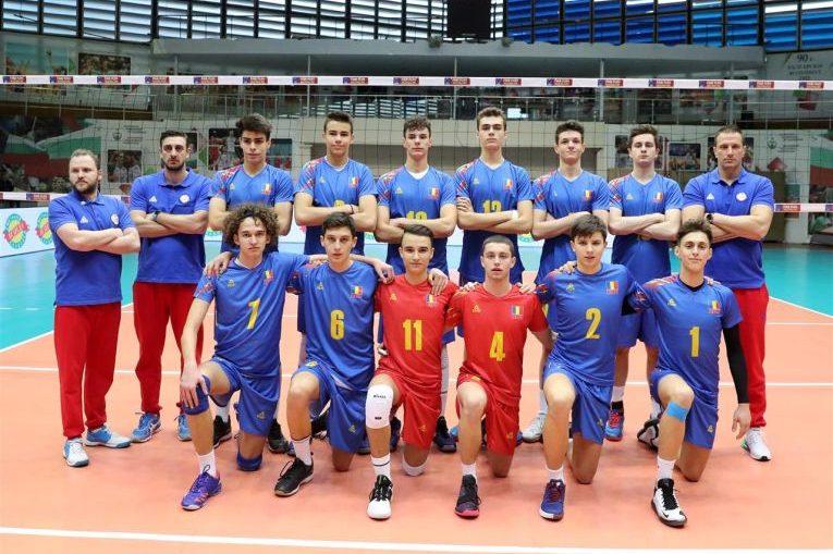 Componenții nationalei Under 18 a Romaniei la poza de grup de dinaintea startului turneului balcanic de calificare la Campionatul European