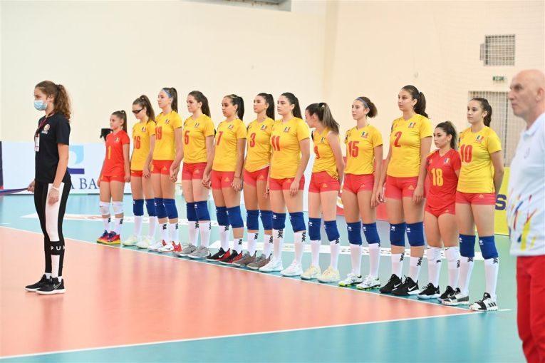 Naționala României U17 înaintea startului meciului debut de la Europene (FOTO: CEV)