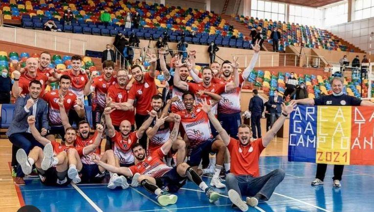 Bucuria voleibaliștilor de la Arcada Galați după cucerirea celui de-al treilea titlu național la volei masculin