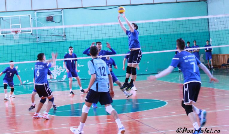 Tudor Constantinescu the setter of junior team CTF Mihai I in action