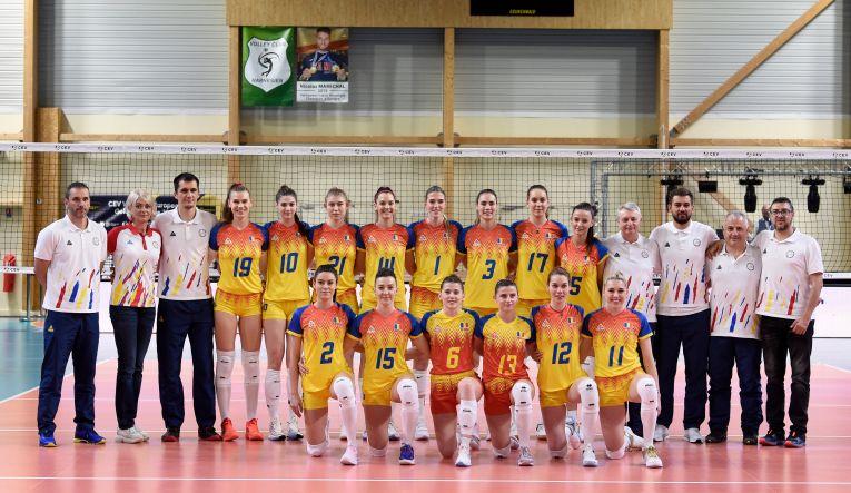 Naționala feminină a României înaintea meciului cu Franța