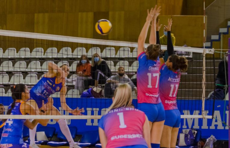 Imagine din timpul meciului dintre ACS Volei Cristina Pîrv Turda și CSM Târgoviște (FOTO: Maria Cîrnu)